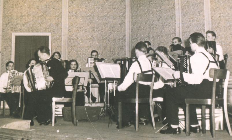 Nürnberger Akkordeonorchester mit Rudolf Würthner 1952