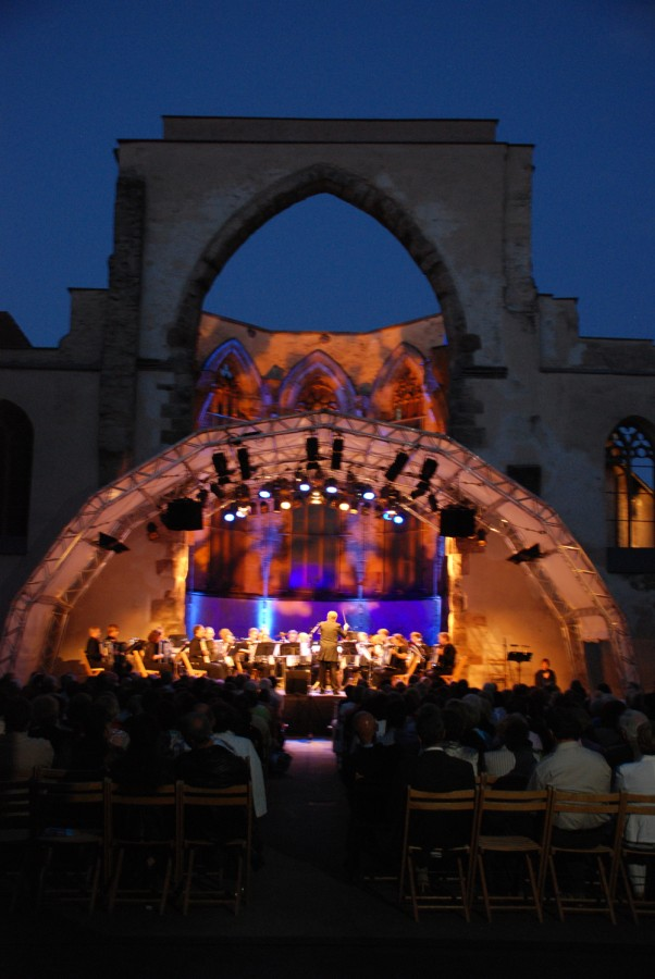 Illuminerte Katharinenruine beim Knef-Konzert 2009
