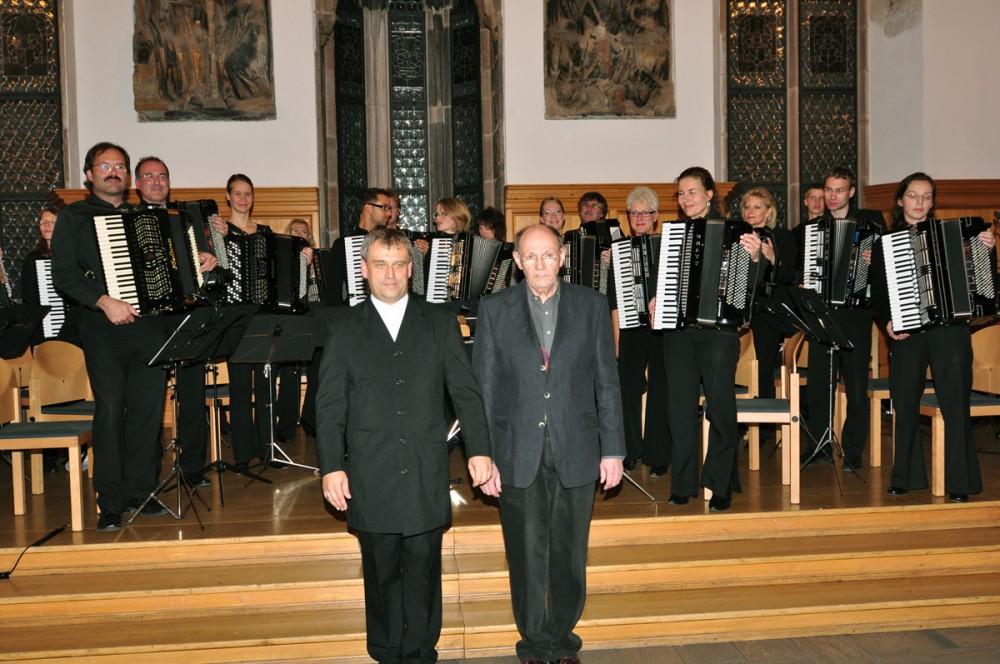 Stefan Hippe und Günter Stössel mit dem Nürnberger Akkordeonorchester