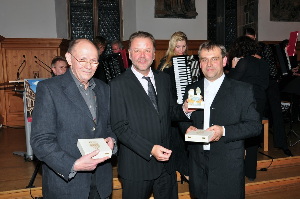 Günter Stössel (Mundartdichter), Karl-Heinz Enderle (Altstadtfreunde Nürnberg), Stefan Hippe (Dirigent)